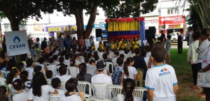 A Cesan levou uma peça de teatro para a praça da cidade para falar sobre Meio Ambiente.